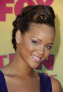 Comment faire pousser les cheveux afro, crépus, frisés, ondulés  dans CHEVEUX AFRO LONGS princesse-ebene-chignon-avec-boucles-206x300